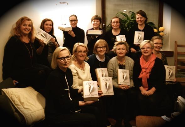 Kirsin Book Club kokoontui Minnan luona Töölössä 20.11.2014 keskustelemaan  Tiklistä