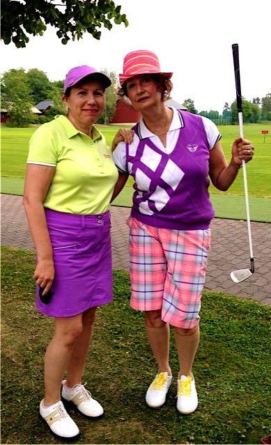 Kirsi tapasi Eilaa näyttelevän Heidi Heralan kesällä 2014 elokuvan kuvauksissa Pickala Golfissa.  Heidillä on Eilana ehkäpä huvittavaksi tarkoitettu golfasu päällänsä, ja kas kummaa, olemme lähes identtisiä väritykseltämme, vaikka minulla ei ollutkaan nylonpolvisukkia...