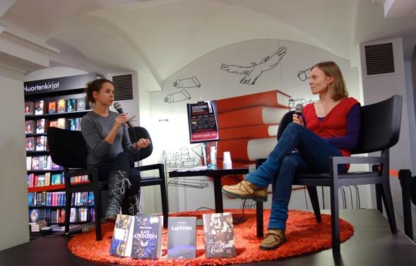 Anni Kytömäen esikoisteos Kultarinta julkaistiin helmikuussa 2014. Blogistanian palkintojenjako oli 32 haastattelutilaisuus Kultarinnan tiimoilta.