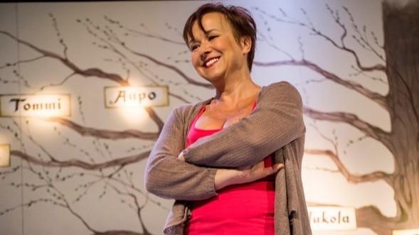 Paula Siimes näytteli Alli Jukolaa Wenla Männistöön perustuvassa näytelmässä Kansallisteatterissa. Olimme Bloggariklubin vieraana. Lue juttu tästä.