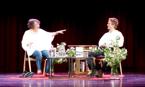 Monika Fagerholm haastatteli Peter Hoegiä.