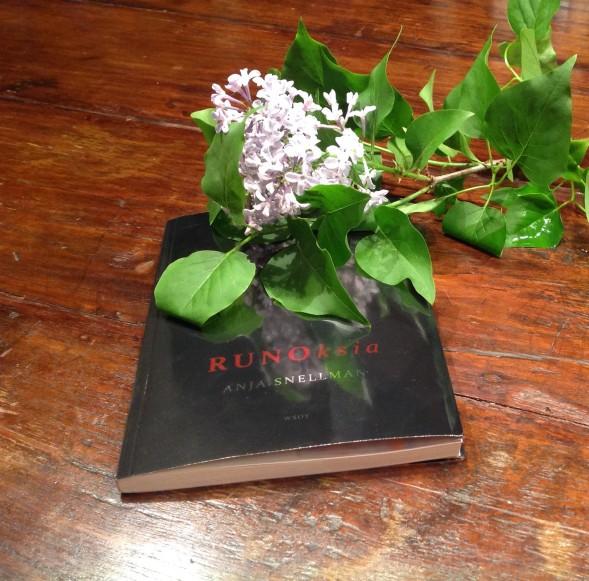 Kirsin Book Clubin kesäkuun 2015 kirjana oli Anja Snellmanin Runoksia
