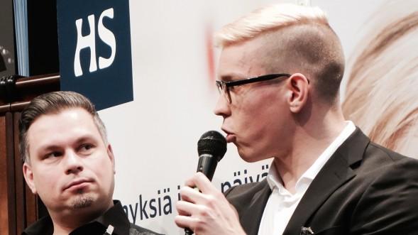 Antti Holma ja toinen syksyn 2014 esikoiskirjailija, Neljäntieristeyksen kirjoittanut Tommi Kinnunen.