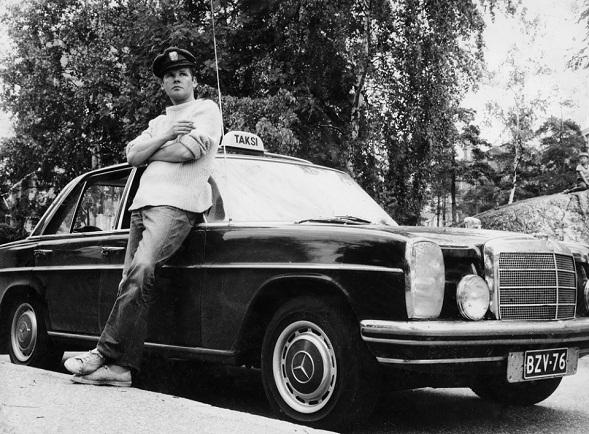 Antti Litja esitti Einoa Peiliin piirretty nainen -romaaniin perustuvassa tv-elokuvassa Taksikuski. Kuva Kavi.