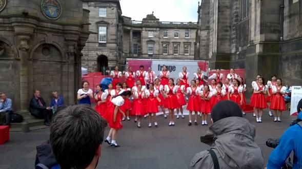 Edinburgh Skotlannissa täyttyy joka elokuu tapahtumista ja esityksistä. Mile tapahtumiin ei tarvitse pääsylippua.