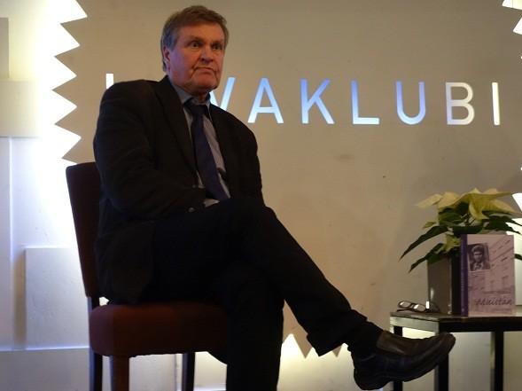 Hannu MKäkelä esitteli kirjaansa marraskuun lopussa Kansallisteatterin Bloggariklubilla.