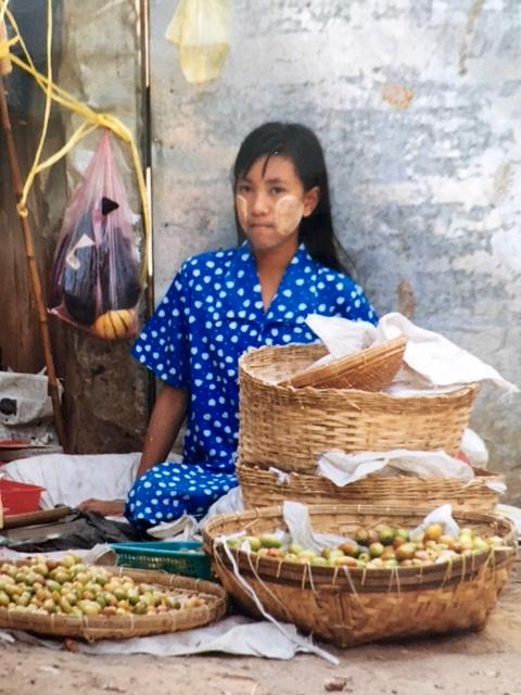 Burmalainen tyttö, kuva Sasu Heikkilä.