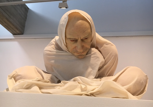 Ron Mueck: Man in a Street (1997)