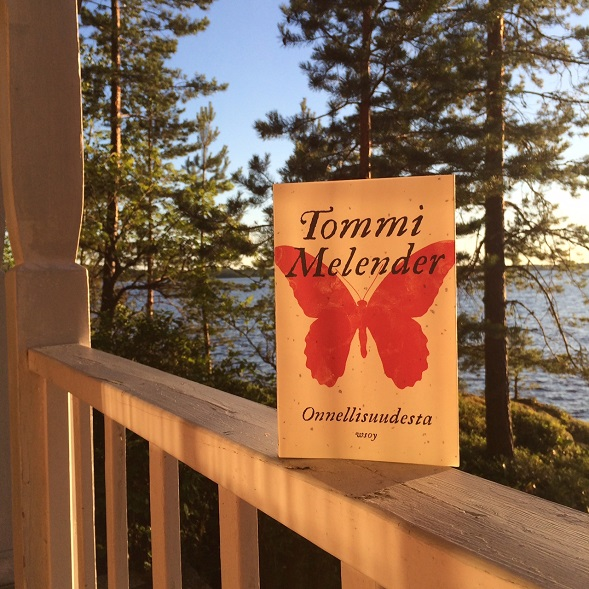 Loistava esseekokoelma Tommi Mellenderiltä