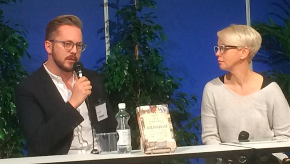 Anders Rydell Baba Lybeckin haastateltavana kirjastaan Boktjuvarna/Kirjavarkaat