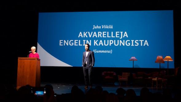 Baban valinta osui nykyisen kotikaupunkinsa kuvaukselle, Jukka Viikilän kauniille teokselle.