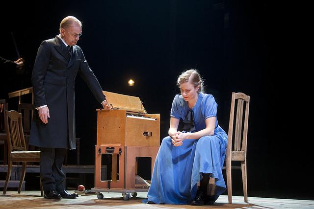 Kaarlo Bergbom oli Minna Canthin tärkeä tukija ja näytelmien esilukija.