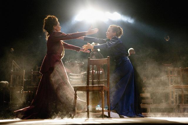 Ida Aalberg ( Kristiina Halttu) ja Minna Canth (Cécilia Orblin)